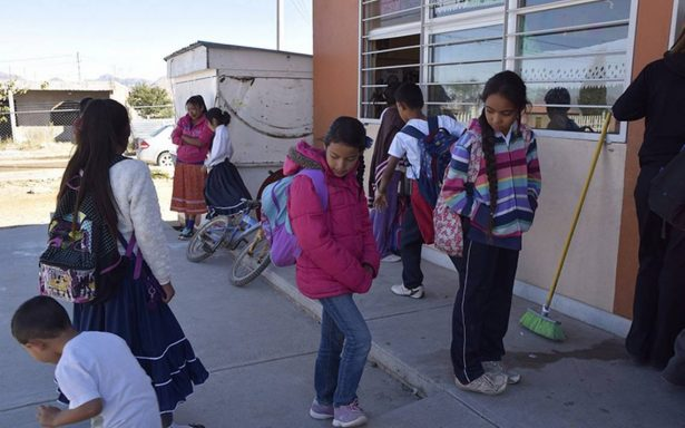 Niños toman clases con frío en Chihuahua