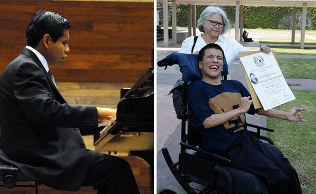 Alumnos con discapacidad se gradúan con mención honorífica en la UNAM