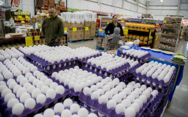 Cofece detecta  prácticas monopólicas para manipular precio de huevo