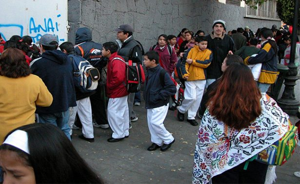 A clases más de 25 millones de alumnos de educación básica en el país