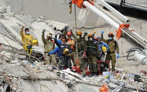 Así el #Homenaje19S México sale a la calle y levanta el puño para honrar a víctimas por sismo
