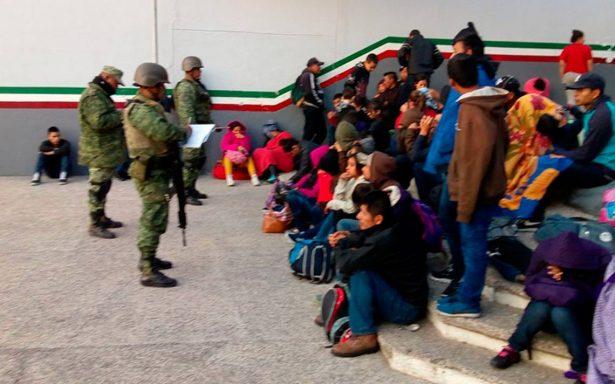 En retén militar, encuentran a 198 centroamericanos en tráileres