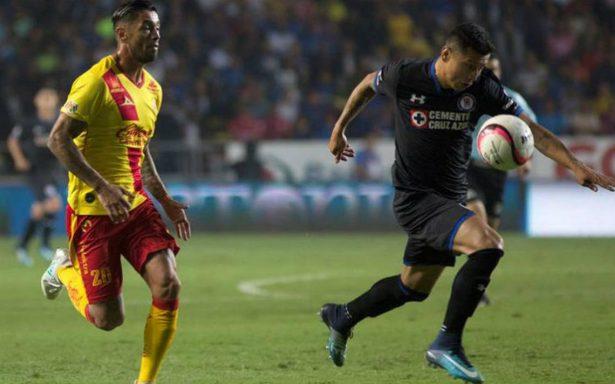 Cruz Azul vuelve a zona de liguilla al vencer 2-1 al Morelia