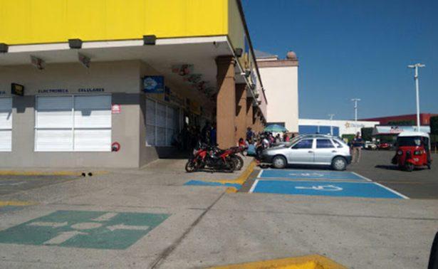 Normalistas cierran centros comercialesen Oaxaca