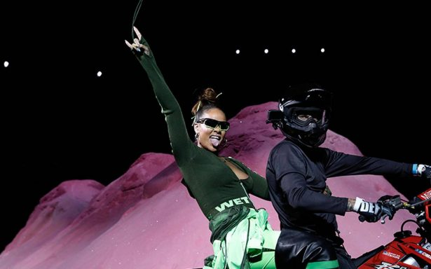 Rihanna le pone su estilo a la moda y presenta nueva colección ¡en motocicleta!