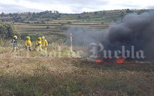 Incendio en ducto de Pemex pone en alerta a autoridades y vecinos de Tlalancaleca