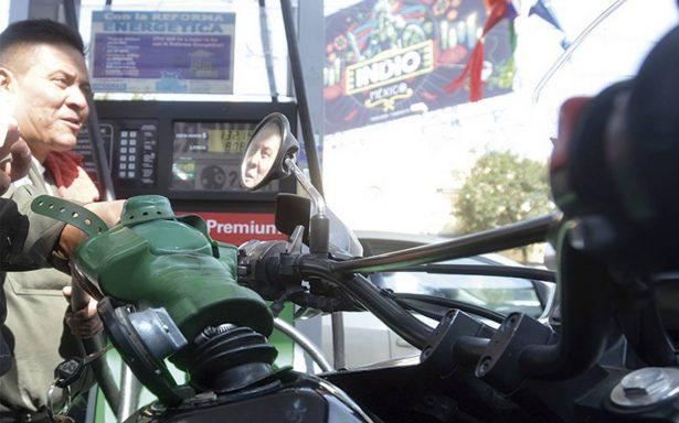Pese a descartar aumento, sube 50 centavos gasolina en La Paz