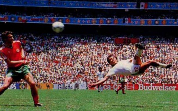 Manuel Negrete vence a Pelé y va por el mejor gol en la historia del Mundial