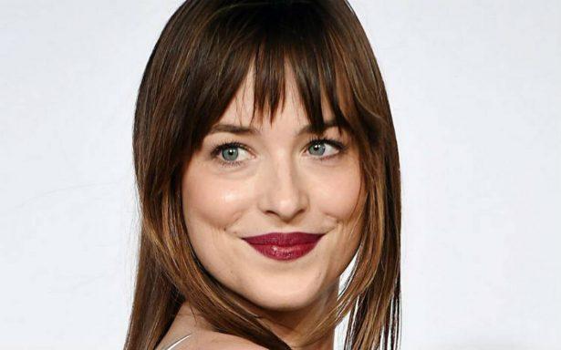 """Dakota Johnson afirma que su personaje en """"50 sombras"""" es un modelo para las jóvenes"""
