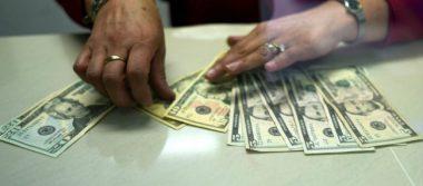 Venden dólar en 17.71 pesos en promedio en aeropuerto de la Ciudad de México