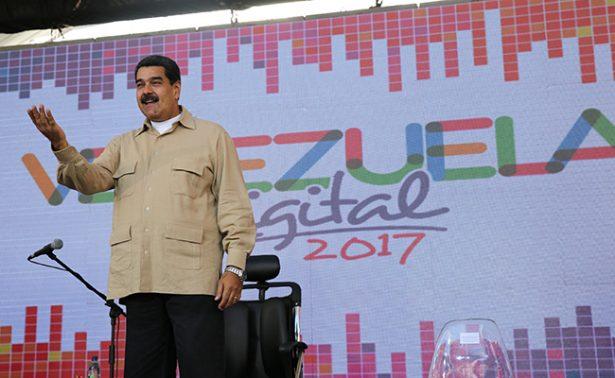 En plena crisis, Maduro pide a la oposición retomar el camino del diálogo