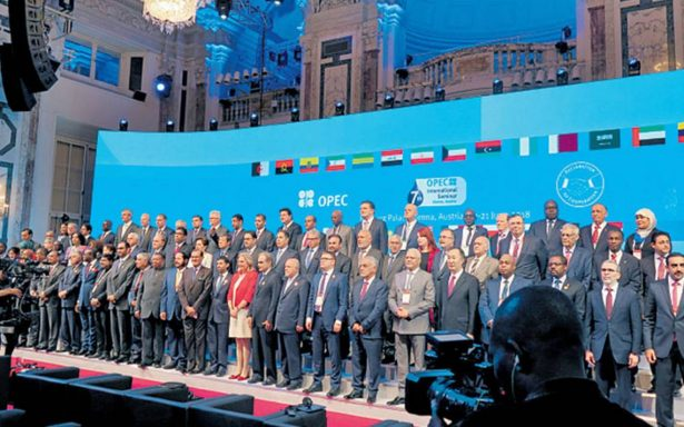 La OPEP decide hoy la política de producción durante reunión en Viena