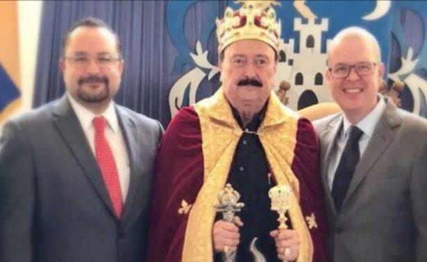 Como rey, festeja su cumpleaños aspirante de Morena