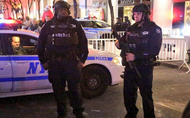 Automovilista atropella a personas en Nueva York; al menos un muerto y cinco heridos