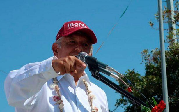 """AMLO denuncia que """"carteristas"""" roban credenciales del INE en mitines"""