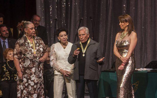 """Carlos Ruiz es reconocido con la Medalla """"Eduardo Arozamena"""""""