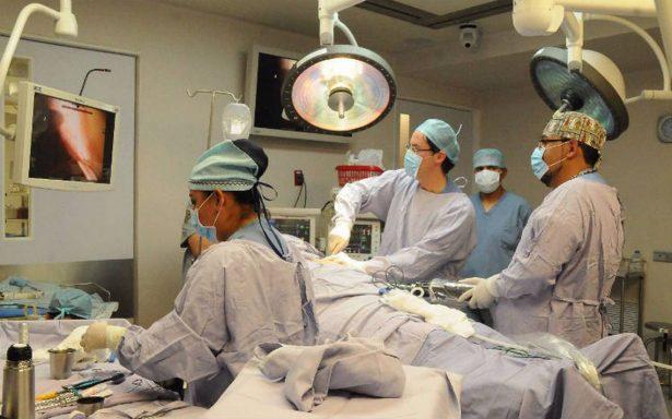 Realizan primera cirugía robótica de tórax en hospital público del Edomex