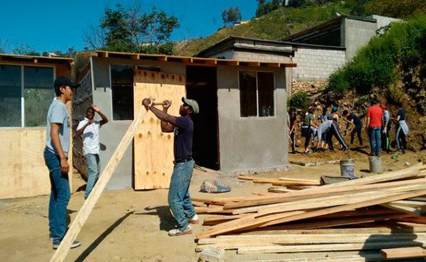 """Sigue la construcción de la """"Pequeña Haití"""" en Tijuana"""