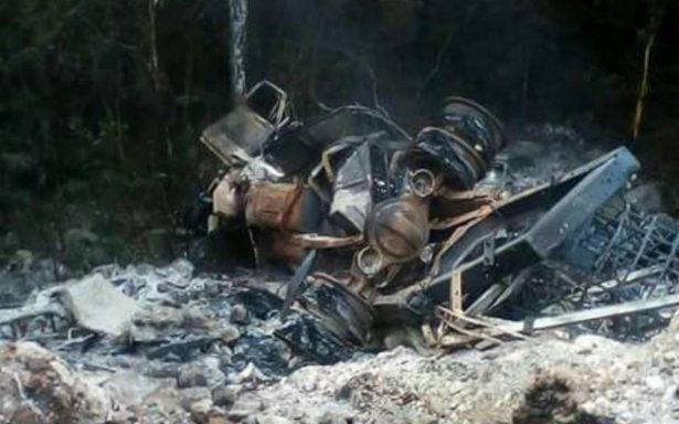 Explota camioneta que transportaba combustible robado