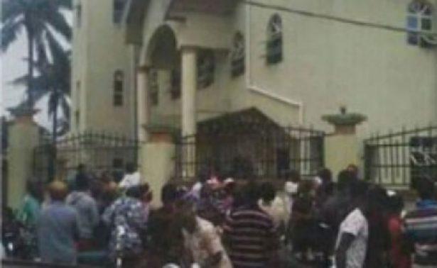 Tiroteo en iglesia católica de Nigeria deja 12 muertos; ya buscan al autor