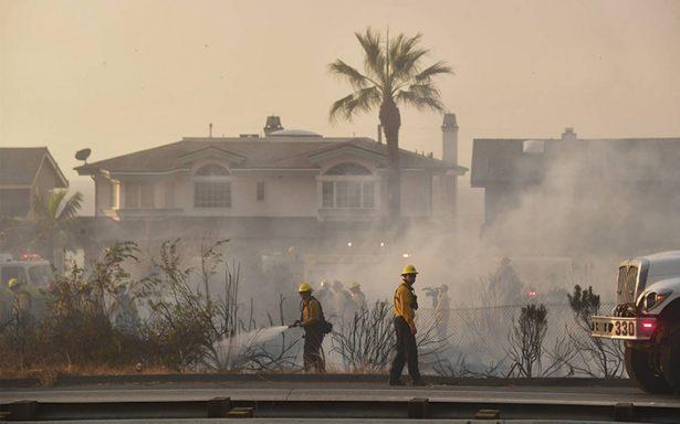 Servicios de emergencias controlan 88% del incendio Thomas
