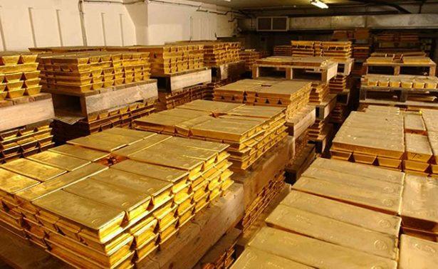 Oro cae a mínimo en cuatro semanas  por expectativa en alza de tasas de la Fed