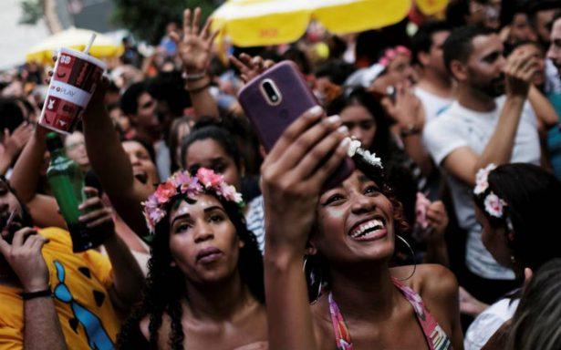 Blindan carnaval de Brasil contra enfermedades de transmisión sexual