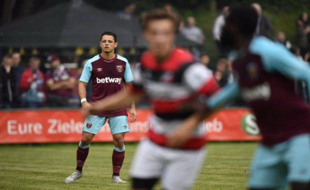 """[Video] """"Chicharito"""" Hernández debuta y mete susto en partido amistoso"""
