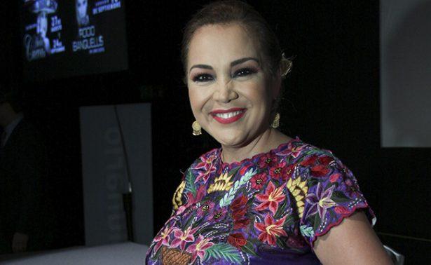 Aida Cuevas rinde tributo a Juan Gabriel