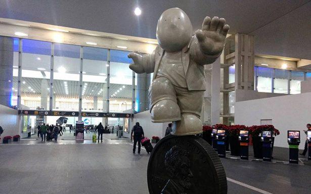 """Rodrigo de la Sierra exhibe """"Los Viajeros"""" en el Aeropuerto de la CDMX"""