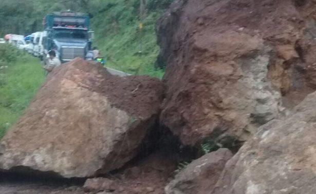 Deslave de cerro incomunica a sierra sur de Oaxaca