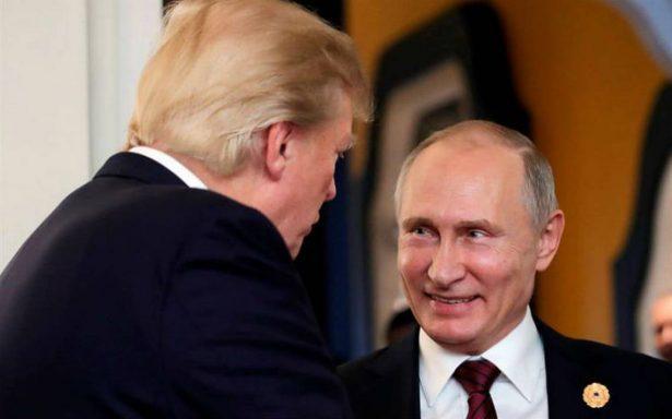 Exagentes de inteligencia EU temen que Trump sea manipulado por Putin
