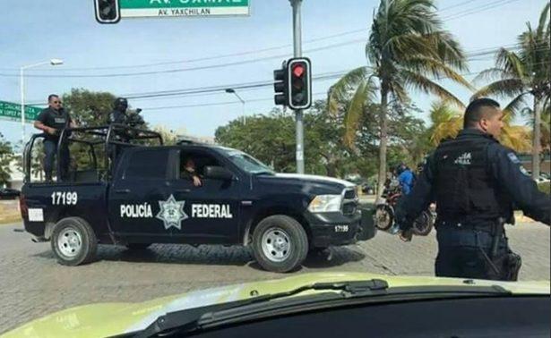 Balean y lanzan granada a policías en zona centro de Cancún
