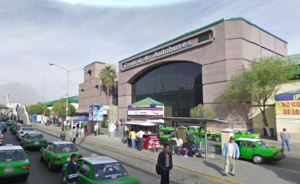 Tiran feto en baños de central de autobuses de Monterrey