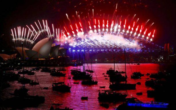 Con fuegos artificiales y miles de luces, así llega el 2018 en el mundo