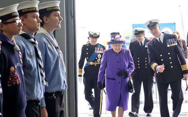 Reina Isabel II recibe el nuevo portaaviones que lleva su nombre