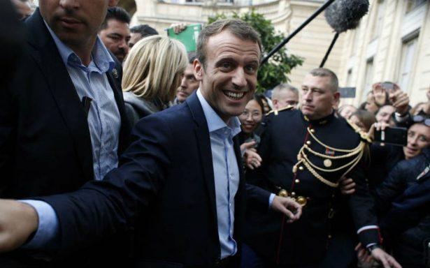 Tras robo difunden en internet número de celular del presidente francés