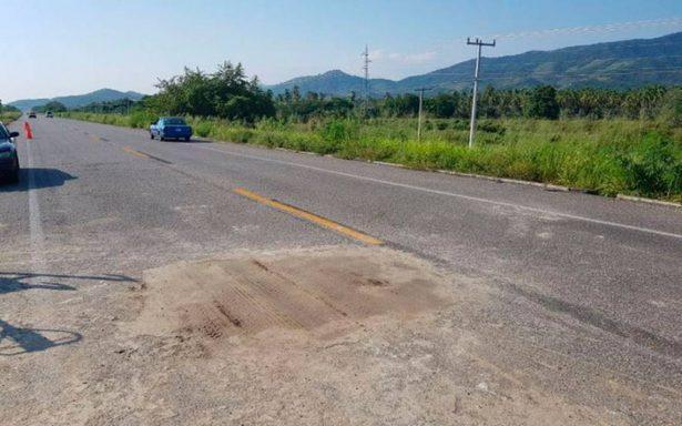 Reabren circulación en tramo Acapulco-Zihuatanejo tras socavón
