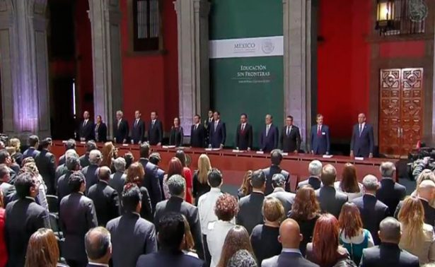 Peña Nieto promulga Ley de Educación que favorece a dreamers