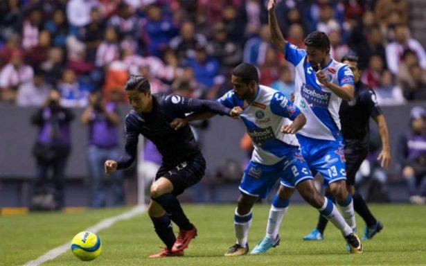 Puebla vence a Chivas y el líder provisional