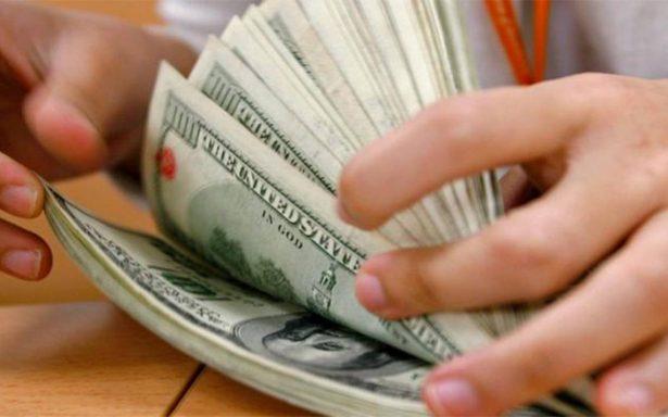 Dólar baja 14 centavos, se cotiza en $19.96 a la venta en bancos