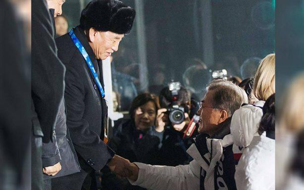 Presidente de Corea del Sur se reúne con jefe de delegación norcoreana en clausura de PyeongChang
