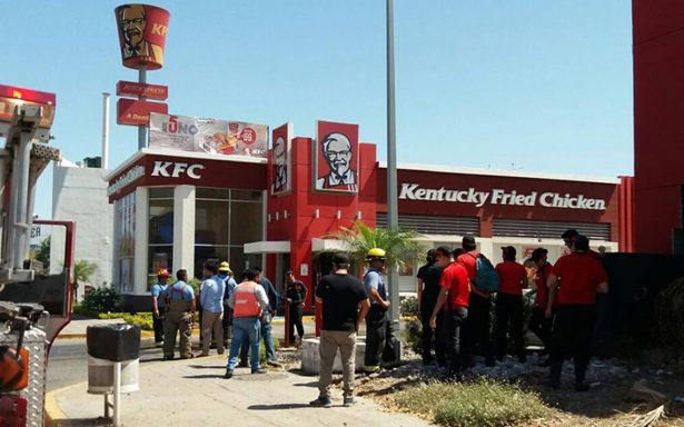 Se incendia negocio de Kentucky Fried Chicken en Sinaloa