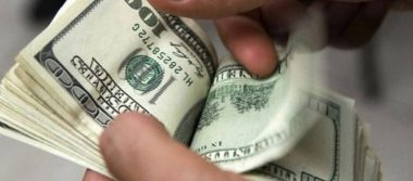 Dólar alcanza 19.01 pesos a la venta en bancos de la capital del país