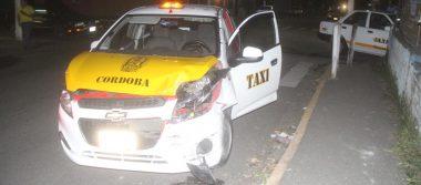 Colisionan dos taxis