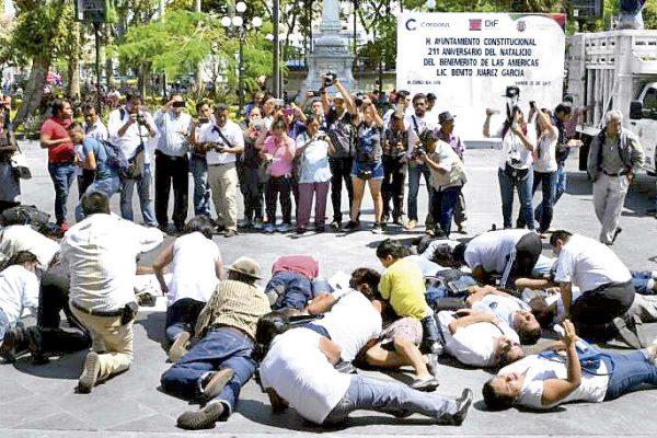 PROTESTAN PERIODISTAS  CONTRA ARTERO CRIMEN