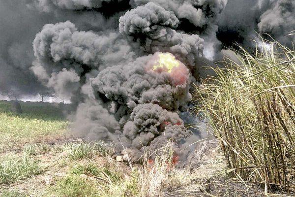 Alarma por incendio en río  contaminado de gasolina
