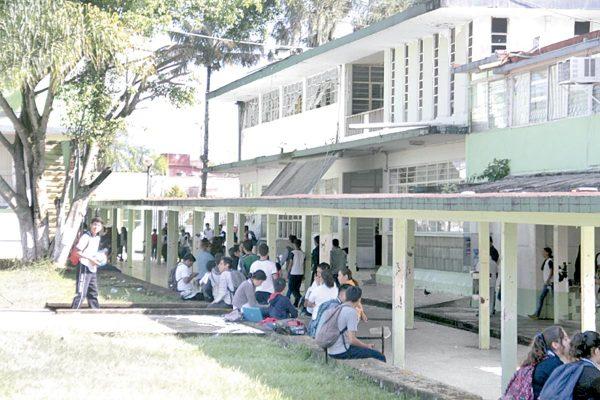 Desertan escolares de bachilleratos particulares