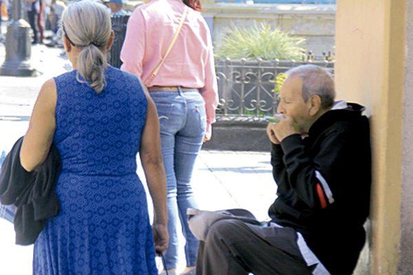 Atiende DIF a 12 abuelos abandonados