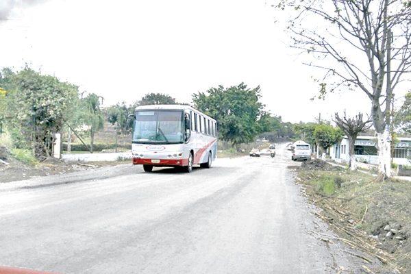 Piden representantes de autobuses seguridad en carretera estatal